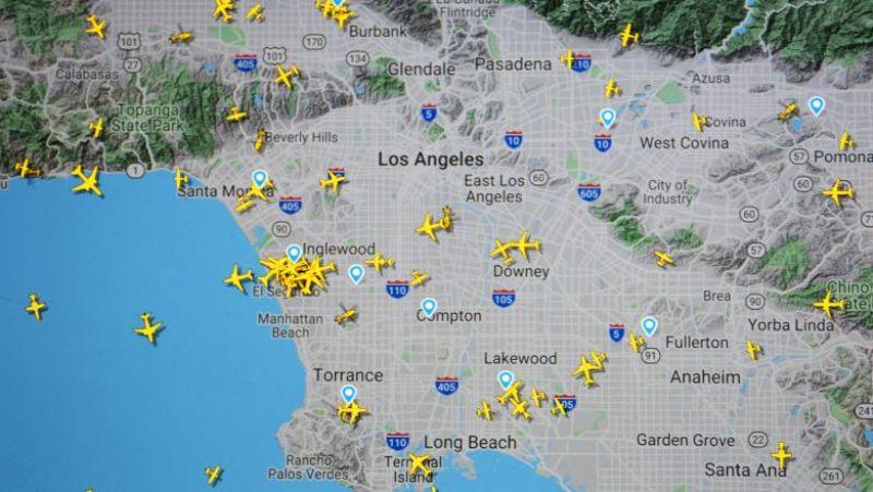 Incident neobișnuit pe aeroportul din Los Angeles. Piloții au raportat un bărbat care zbura printre avioane